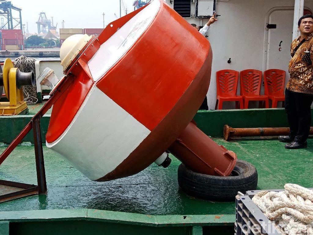Video Peluncuran Buoy Tsunami Merah Putih untuk Selat Sunda