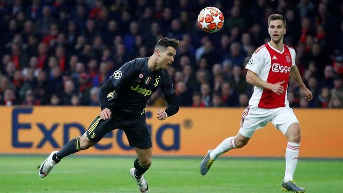 Cristiano Ronaldo sudah bikin 125 gol di Liga Champions, jauh meninggalkan Lionel Messi (Wolfgang Rattay/Reuters)