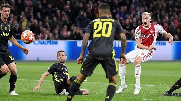 Juventus tertahan 1-1 di markas Ajax Amsterdam. (