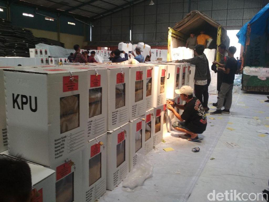 KPU Garut Mulai Distribusikan Logistik ke Daerah Pelosok