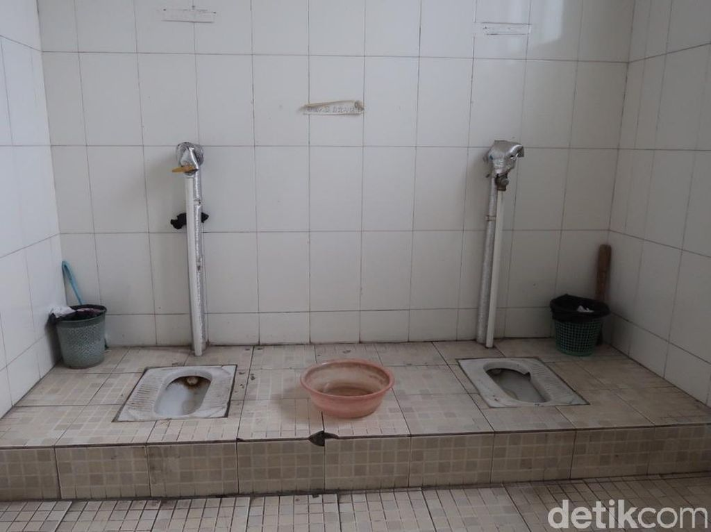 Filosofi Toilet Tanpa Pintu di China