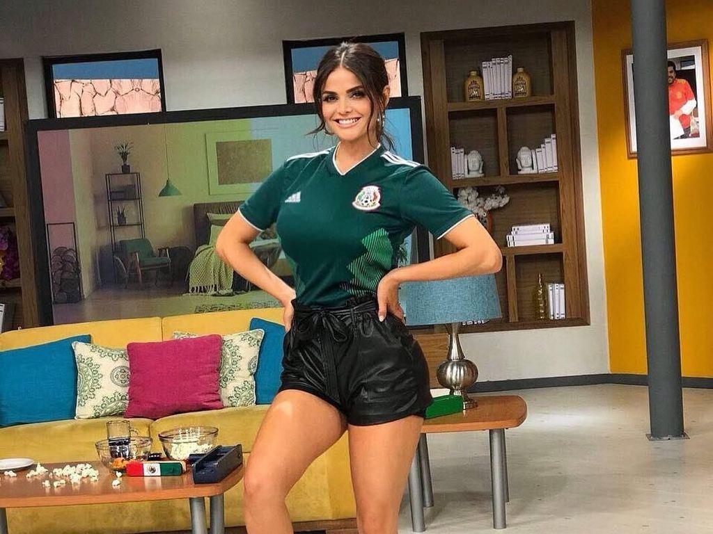 Foto: Mantan Kontestan Miss Universe yang Jadi Presenter Olahraga Terseksi