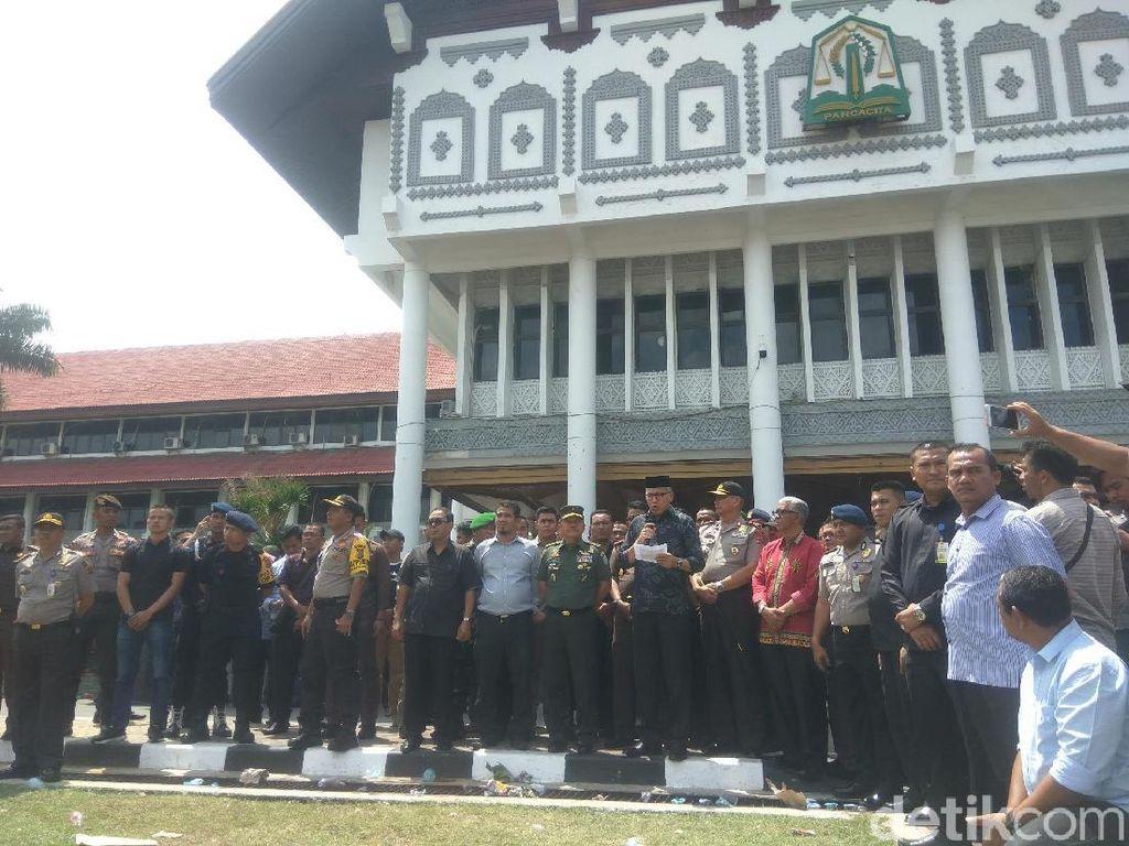 Temui Mahasiswa, Plt Gubernur Sepakat Gugat Perusahaan Tambang di Aceh