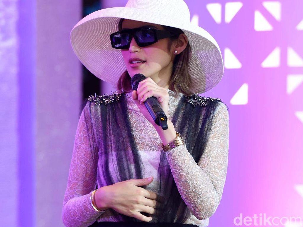 Foto Bareng Red Velvet, Jessica Iskandar Dibully