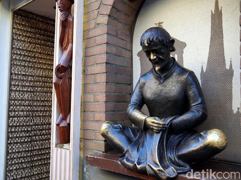 Patung Pembawa Keberuntungan di Kota Tua Dusseldorf