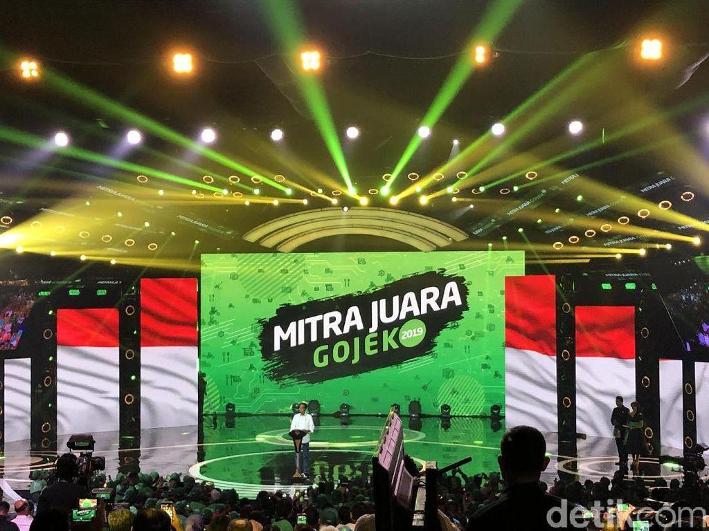 Jokowi Beri Sepeda ke Driver Go-Food yang Antar Sate Pesanannya