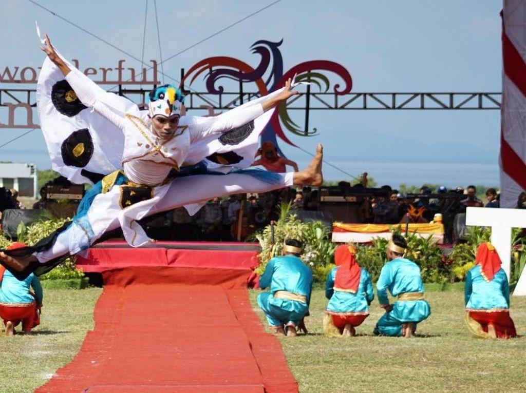 Tari Wura Bongi Monca Sambut Wisatawan di Festival Pesona Tambora