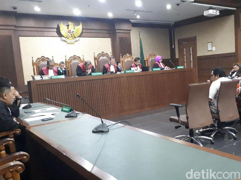 Panitera PN Jaktim Didakwa Jadi Perantara Suap Hakim PN Jaksel