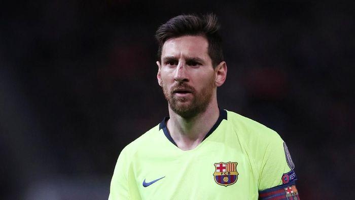 Lionel Messi wajahnya lebam saat Barcelona menghadapi Manchester United di Old Trafford tengah pekan lalu. (Foto: Lee Smith / Action Images via Reuters)