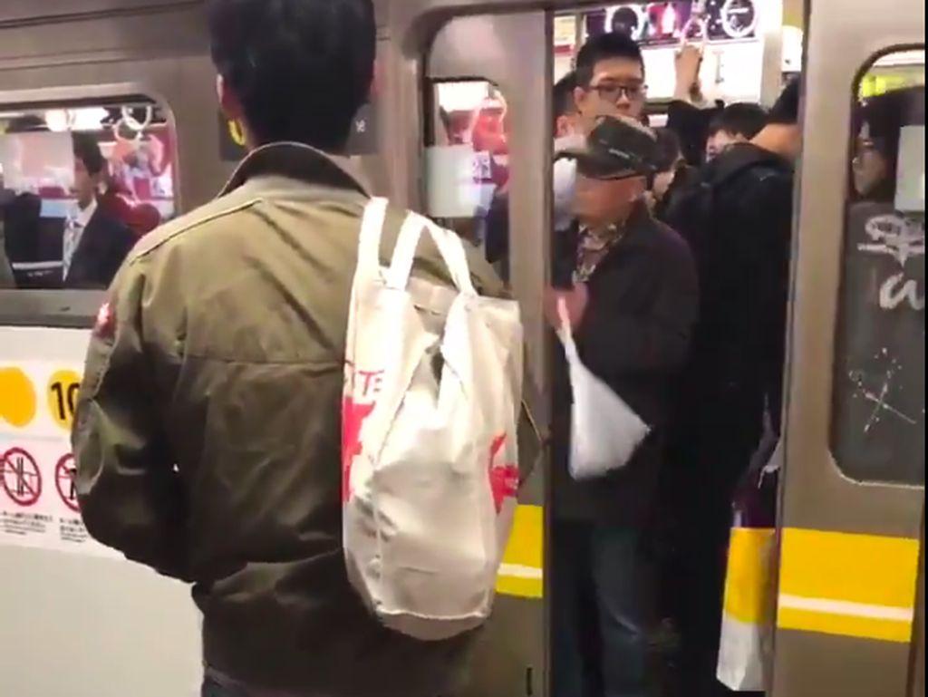 Kakek-kakek Iseng di Kereta Jepang, Jadi Terlambat Jalan Deh