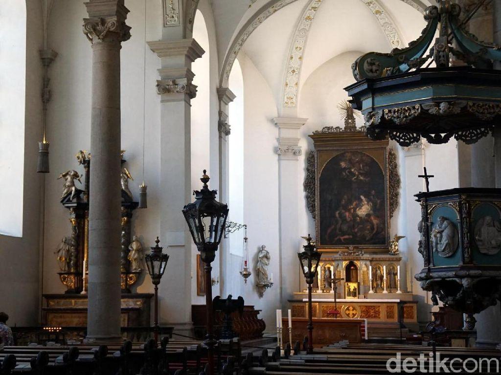 Foto: Katedral Bergaya Baroque yang Keren di Jerman