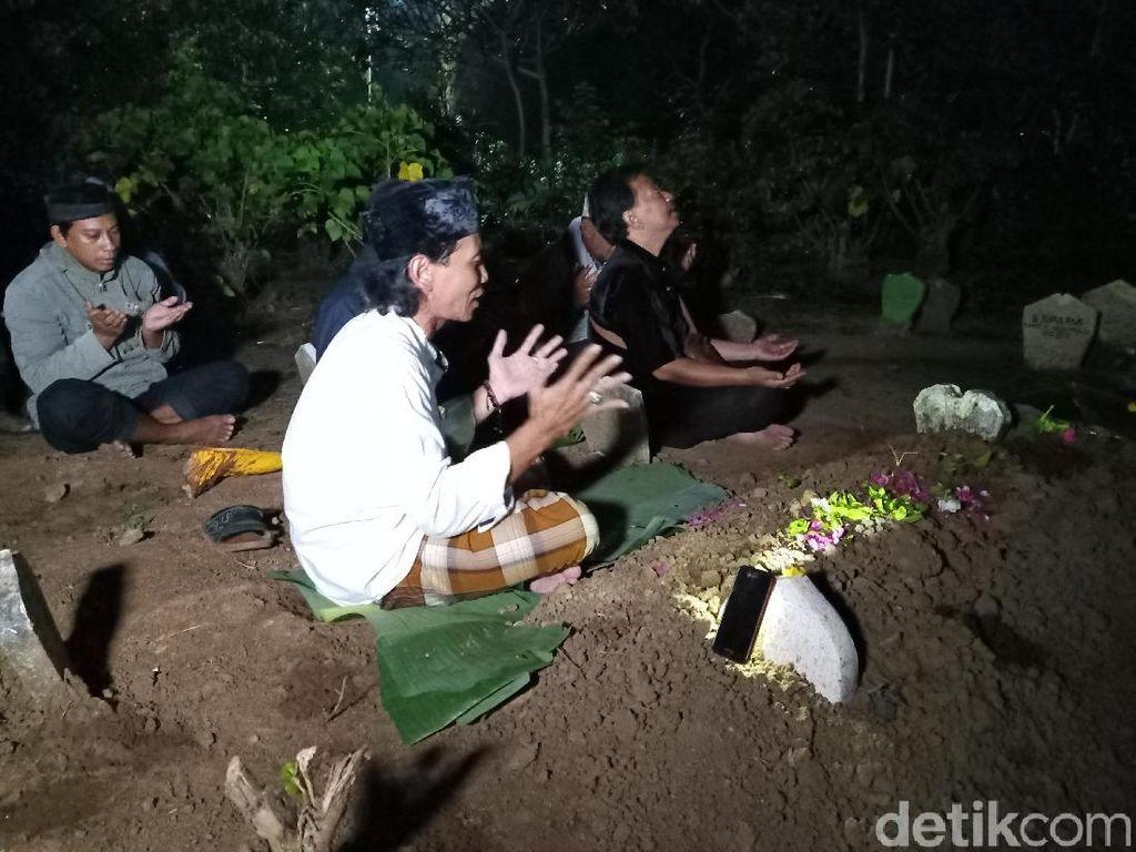 Keluarga Gelar Doa Bersama di Makam Korban Mayat Dalam Koper