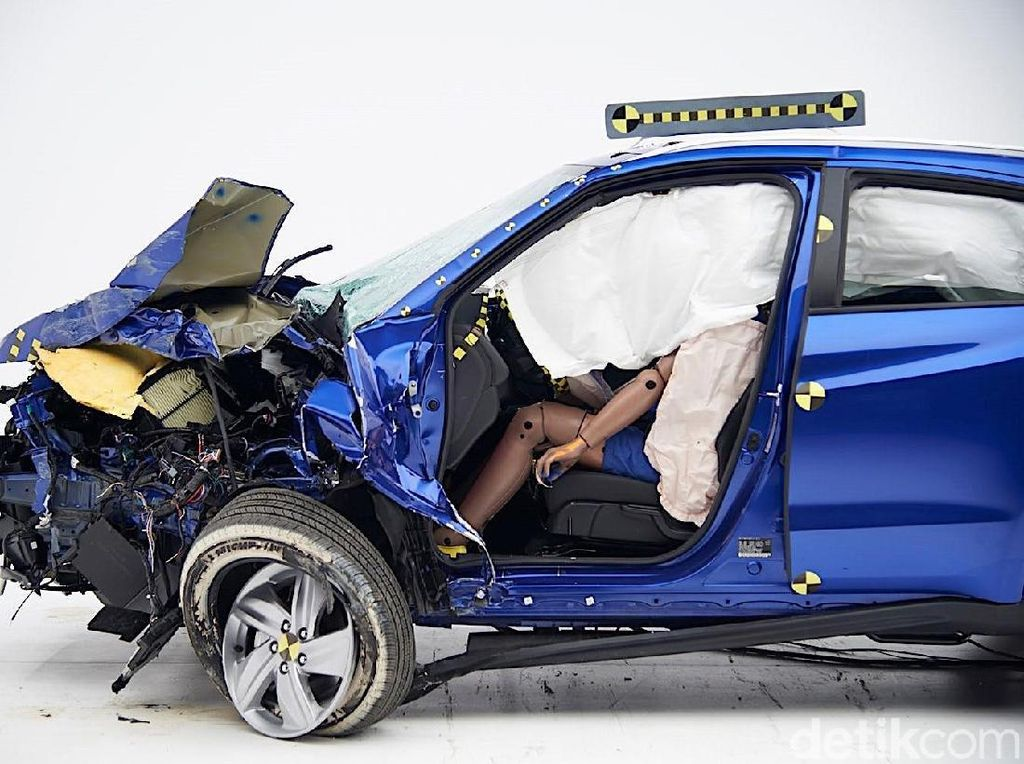 Bukannya Mobil Gres, Honda Pamerkan HR-V Hancur Habis Uji Tabrak