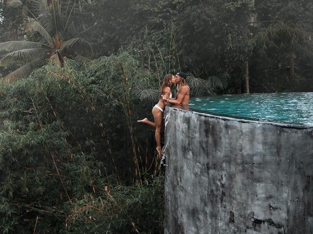 Viral di Instagram, Foto Pasangan Traveler Ini Dinilai Berbahaya