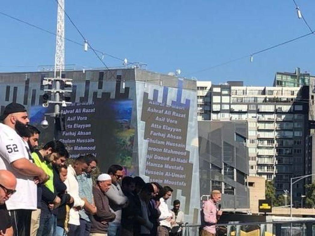 Ratusan Umat Islam Gelar Salat Jumat di Alun-alun Pusat Kota Melbourne