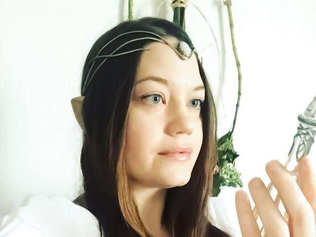 Wanita Ini Jadi Kontroversi Setelah Ngaku Jadi Peri Elf