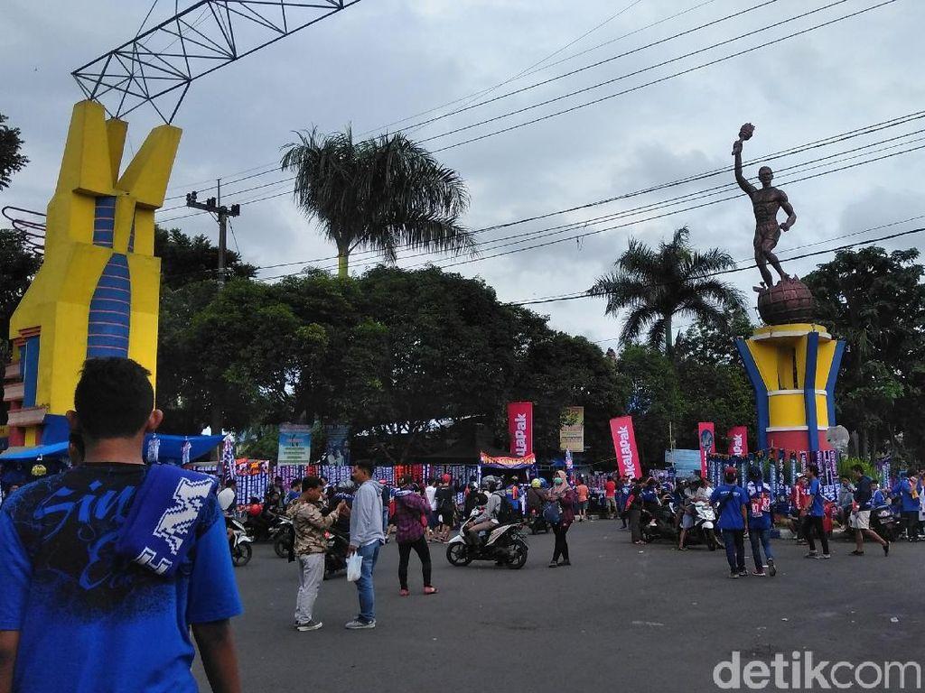 Aremania Birukan Jalanan ke Stadion Kanjuruhan