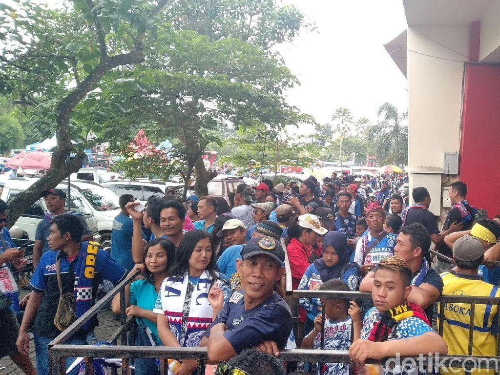 Pintu Masuk Kanjuruhan Dibuka Jelang Final Piala Presiden, Aremania Rela Antre