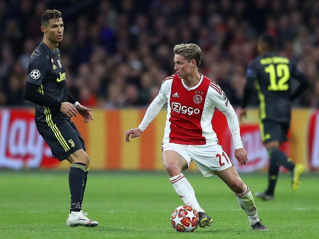 Saat Ronaldo Marah Lihat De Jong Melenggang Bebas di Lapangan