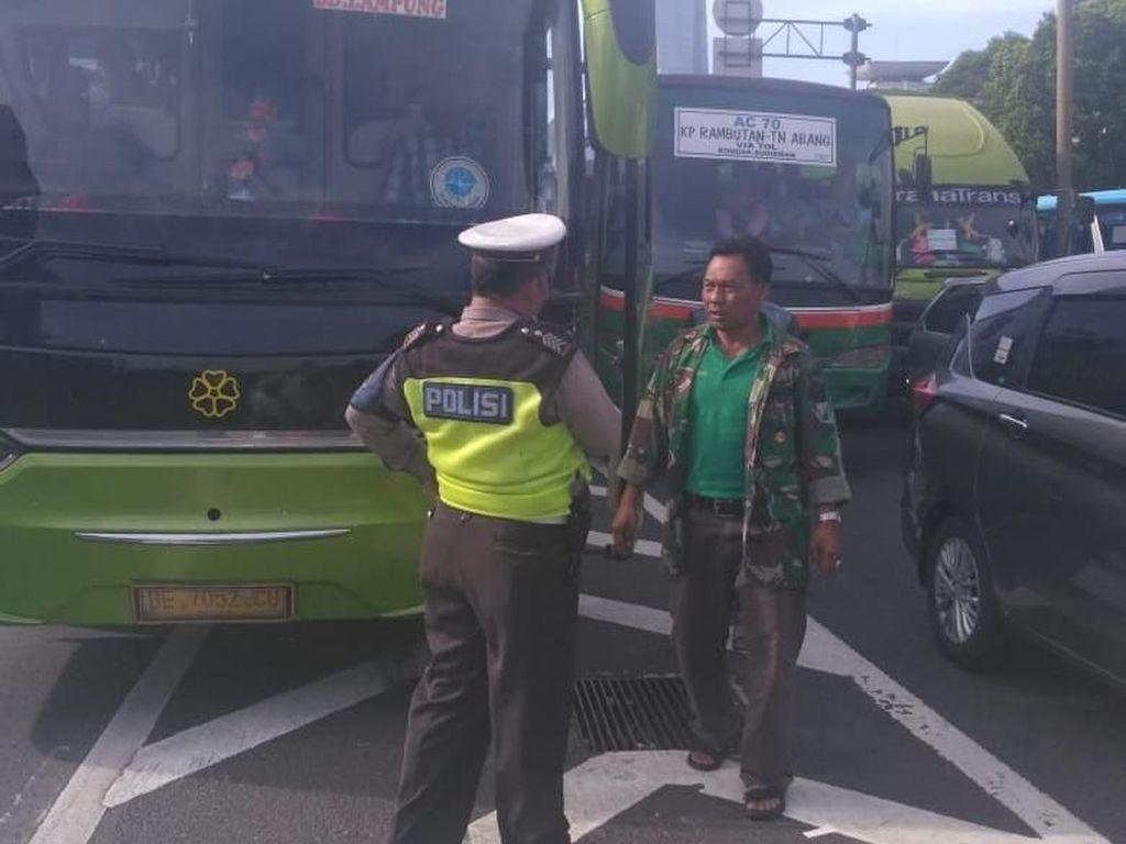 Detik-detik Penangkapan Pelaku Mutilasi Mayat dalam Koper di Tol Jakarta