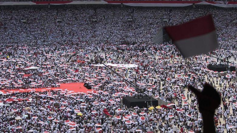 Konser Putih Bersatu, Pendukung Jokowi Nyanyi-Joget di GBK