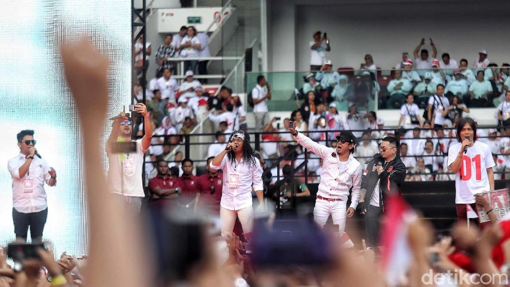 Aksi Para Musisi Meriahkan Konser Putih Bersatu