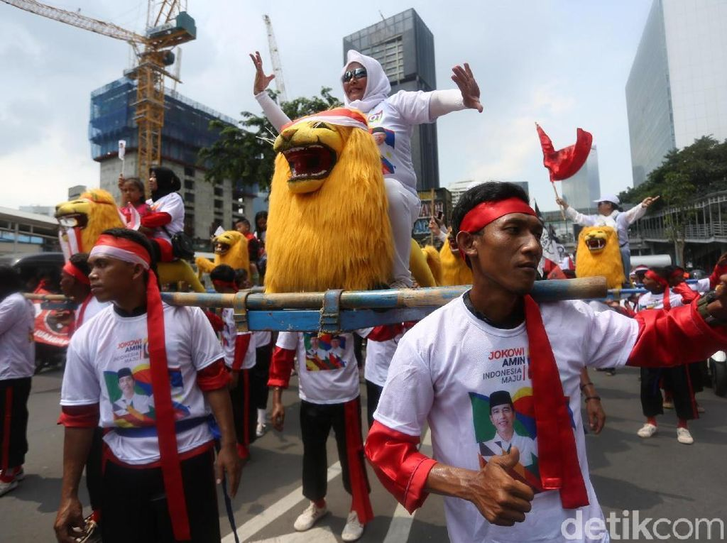 Keren! Ada Atraksi Sisingaan di Konvoi Pendukung Jokowi-Amin