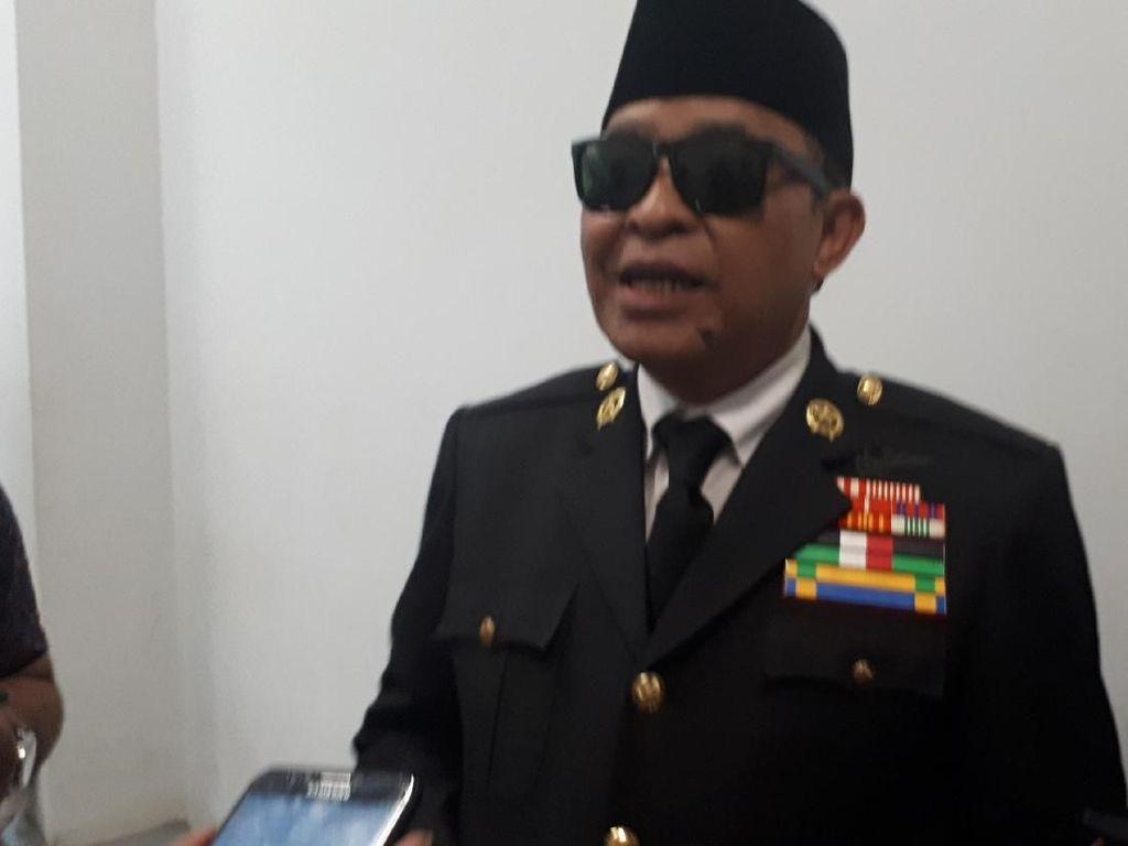 Bergaya ala Bung Karno, Teguh Jadi Rebutan Selfie di Kampanye Jokowi