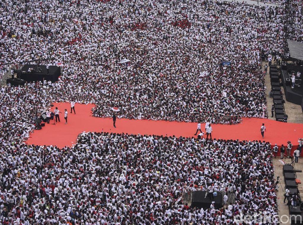 Buka Pidato di Konser Putih Bersatu, Jokowi: Angkat Jempolnya!