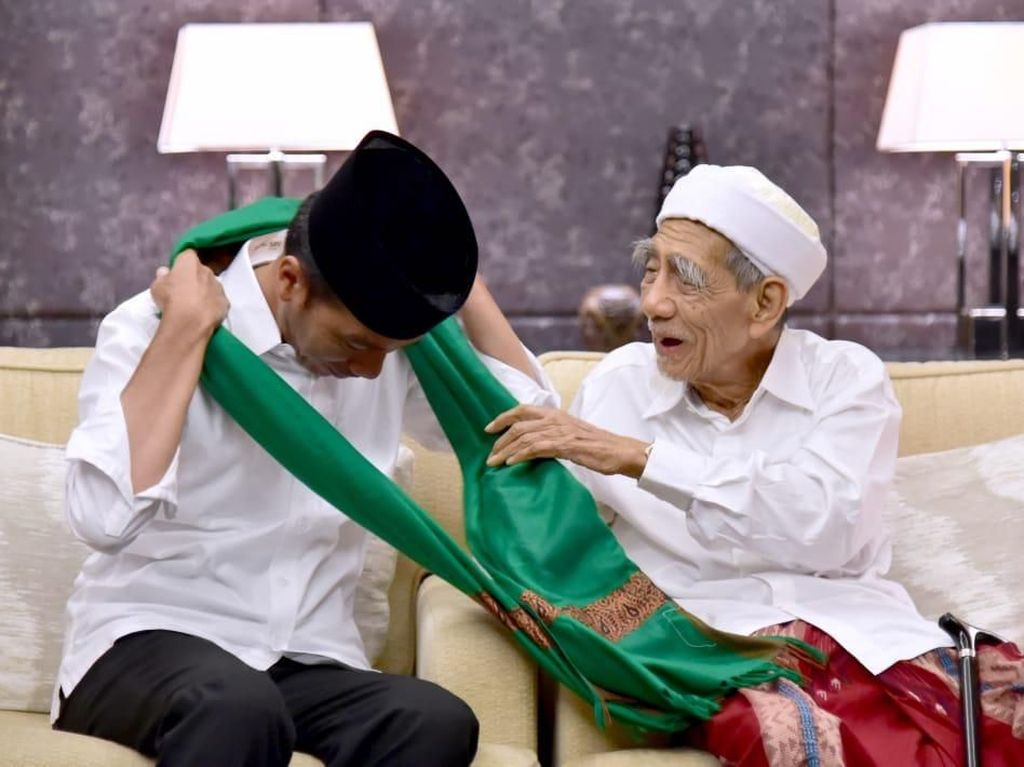 Jokowi Berbelasungkawa Mbah Moen Wafat: Kita Sangat Kehilangan