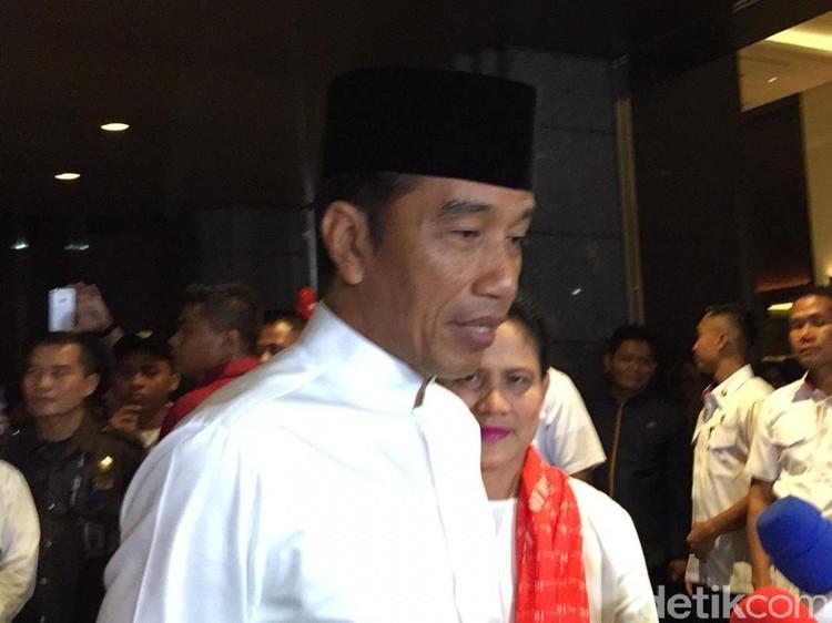 Jokowi dan Maruf Amin Susul Prabowo Naik Alphard Hitam