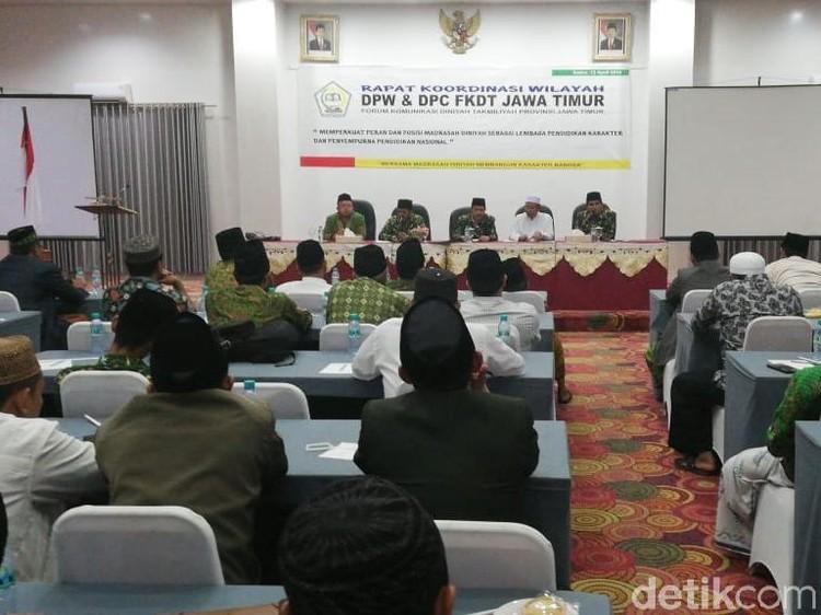 Guru Diniyah se Jatim Mantab Dukung Jokowi-Maruf Amin