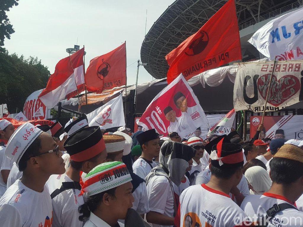 Massa Jokowi-Maruf Mulai Padati Stadion Utama GBK