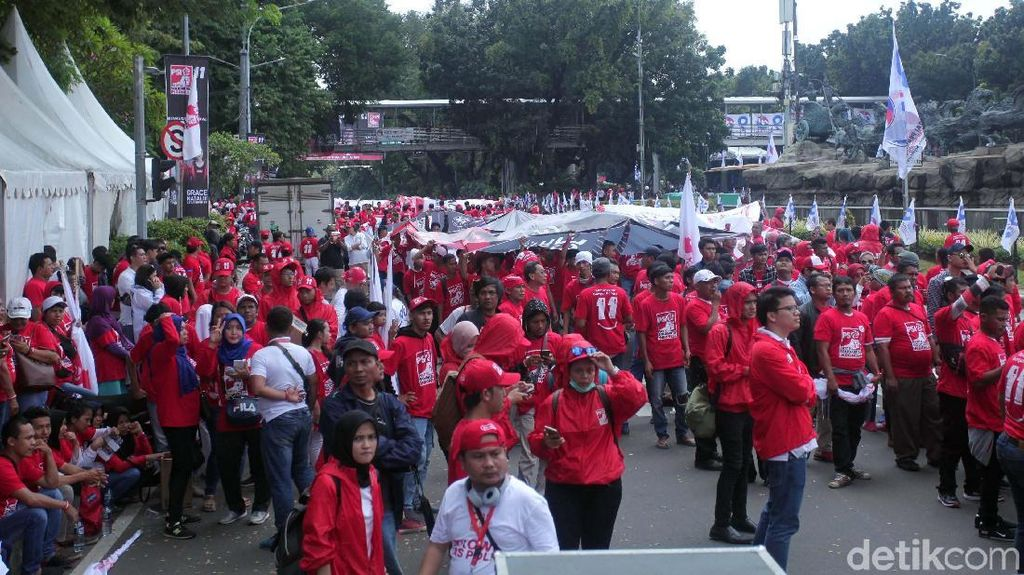 Massa Pendukung Jokowi-Maruf Amin Ramaikan Panggung Solidaritas