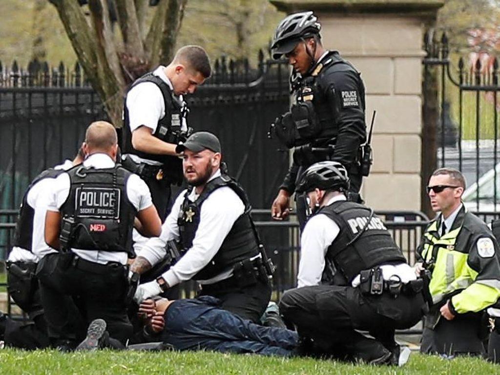 Coba Bakar Diri di Luar Gedung Putih, Pria AS Diamankan Secret Service