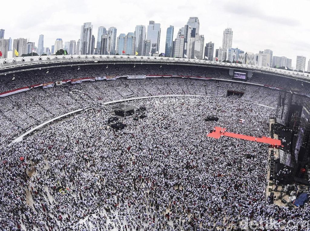 Konser Putih Bersatu Jokowi Nyaris Bersih dari Bendera Parpol