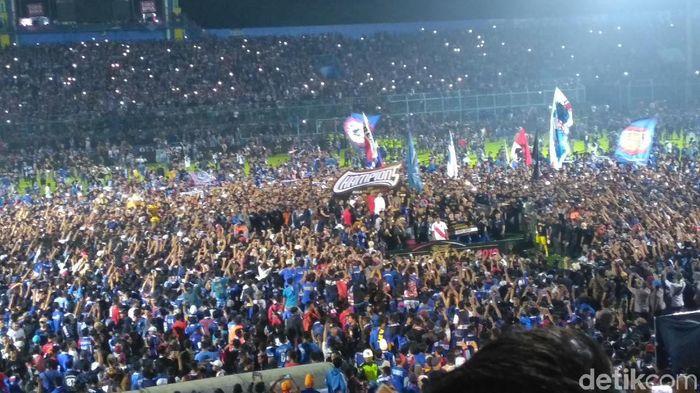 Suasana di Stadion Kanjuruhan usai Arema FC menjuarai Piala Presiden 2019. Di  leg kedua partai final, Singo Edan mengalahkan Persebaya Surabaya 2-0. (Foto: Deny Prastyo Itomo/detikSport)