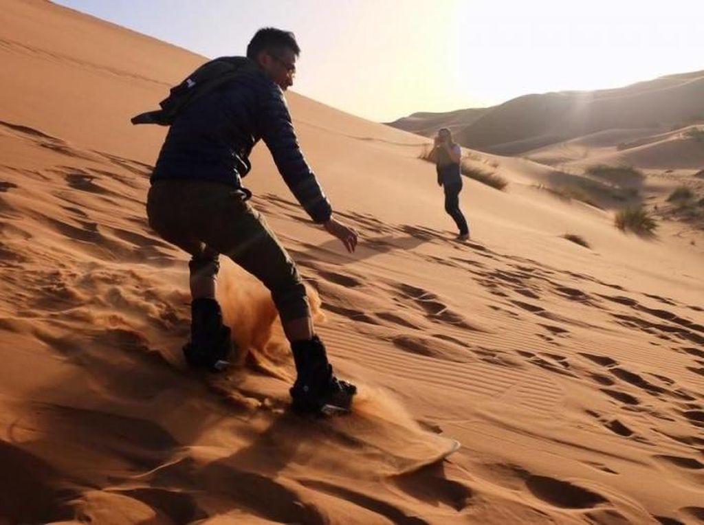 Surfing Tapi di Pasir Gurun Sahara