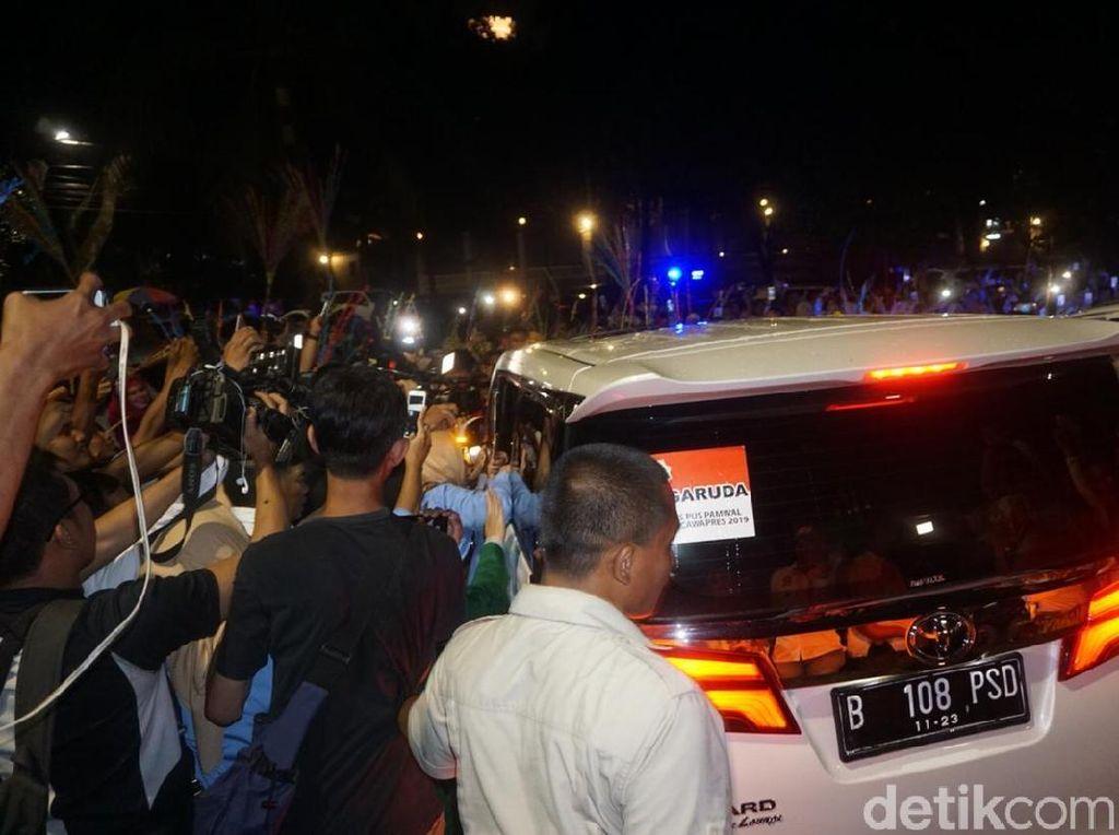 Sapa Relawan di Kertanegara, Prabowo Berangkat ke Lokasi Debat Kelima