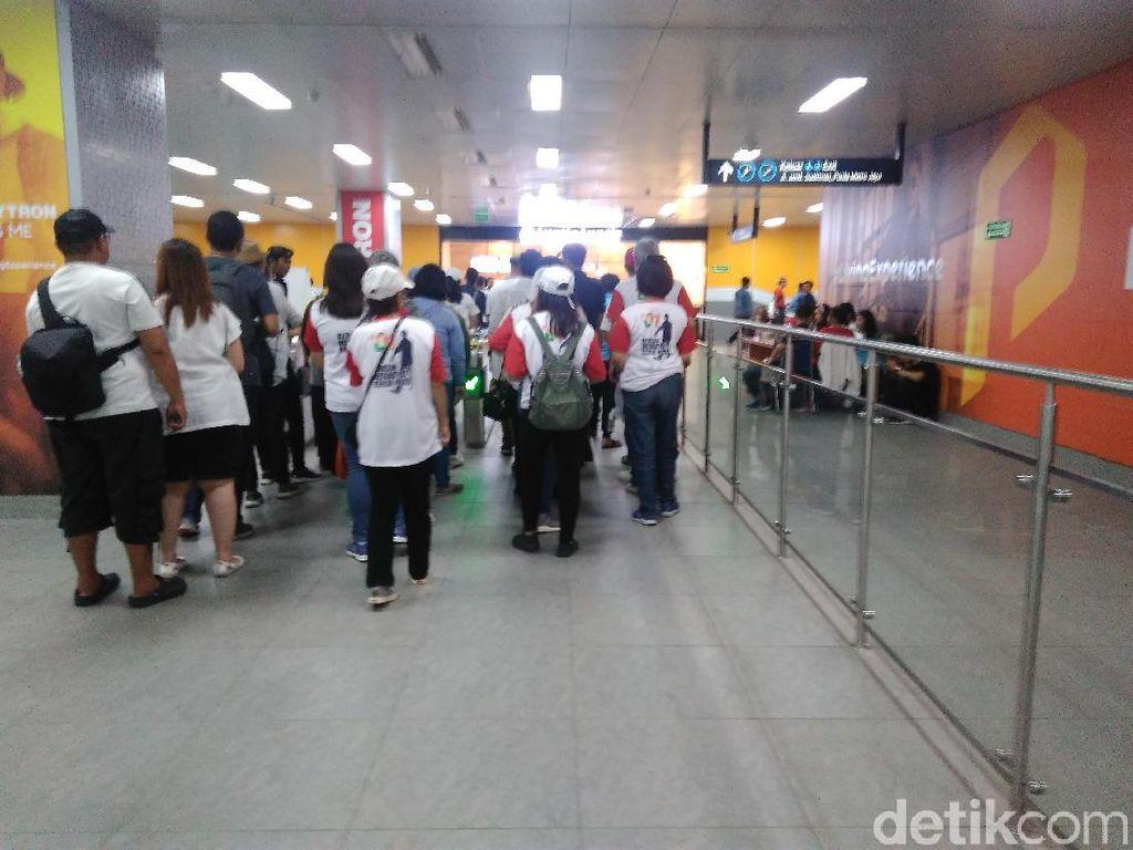 Naik MRT, Pendukung Jokowi Bergerak dari Bundaran HI ke GBK