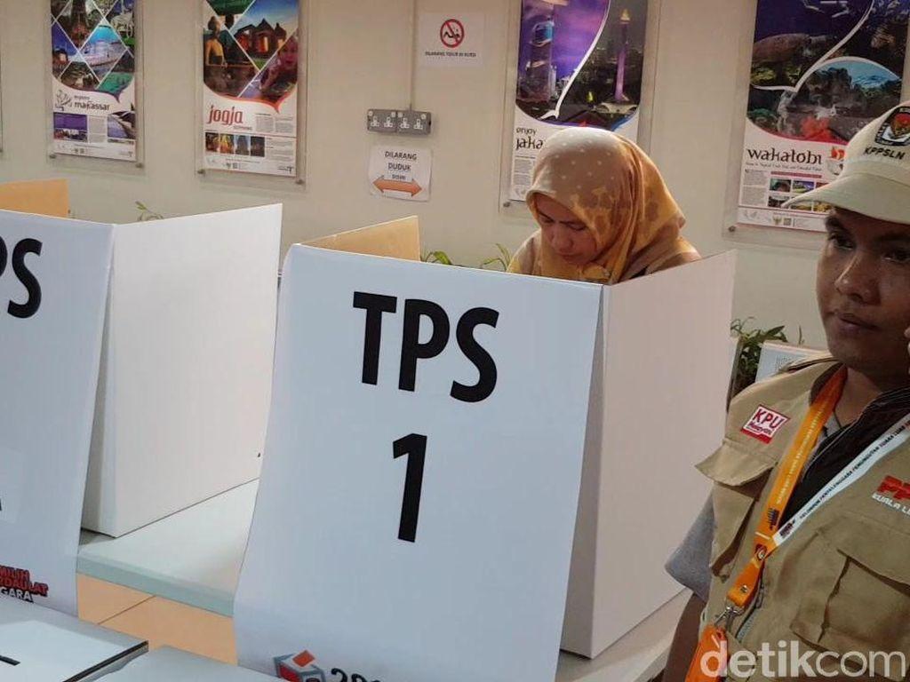 Usai Pukul 18.00, WNI di Kuala Lumpur Masih Dilayani Nyoblos
