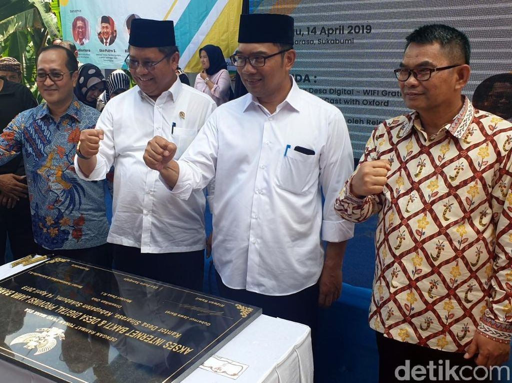 Rudiantara-Ridwan Kamil Resmikan Internet di Desa Digital Sukabumi