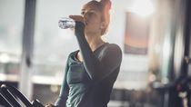 Hati-hati Jangan Sampai Kebanyakan Minum Air Putih Saat Sahur