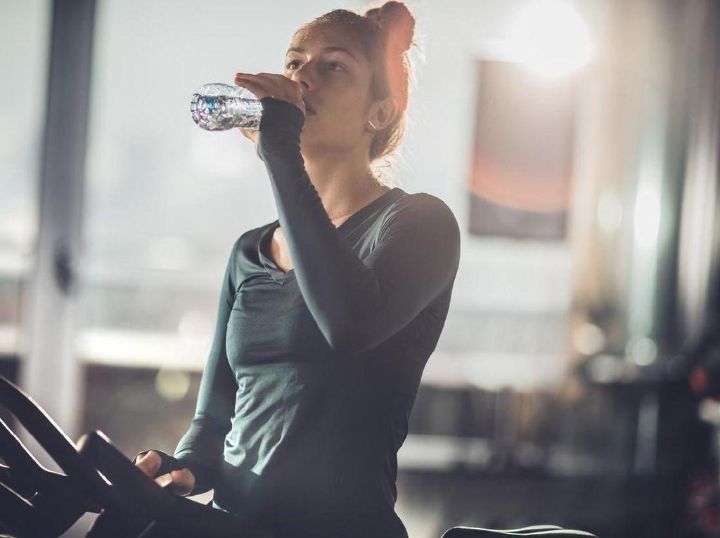 Waspadai Risiko Overhidrasi akibat Berlebihan Minum Air Putih