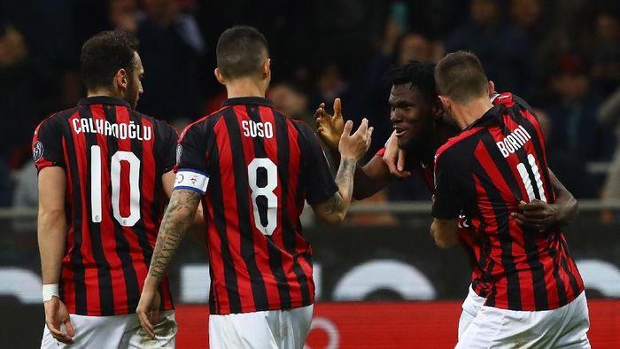 AC Milan mengalahkan Lazio 1-0 lewat gol penalti Franck Kessie (dua dari kiri) di San Siro, Minggu (14/4/2019) dini hari WIB. (Foto: Marco Luzzani/Getty Images)