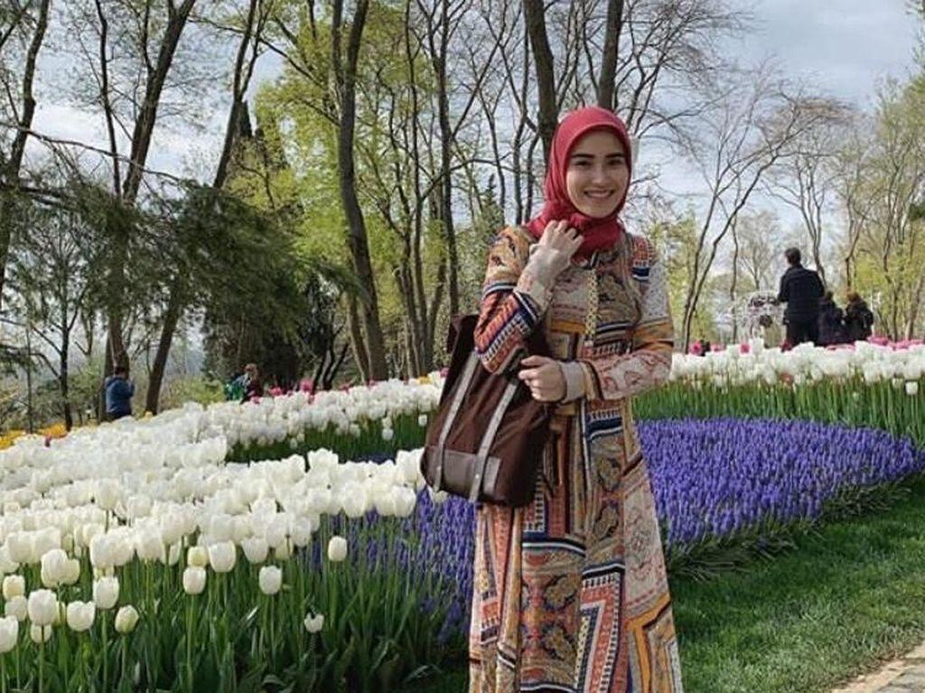 Gaya Ayu Ting Ting Pakai Hijab Saat Liburan di Turki, Masya Allah Cantiknya