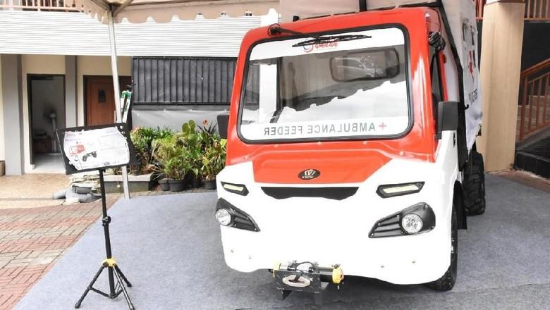 Mobil Desa Bantu Persalinan Ibu di Daerah Baduy