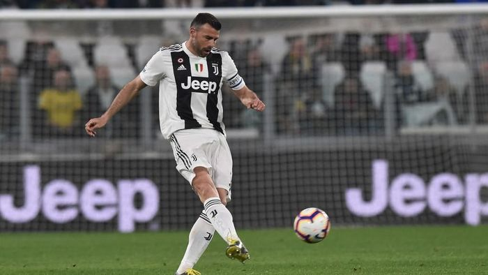 TURIN, ITALY - MARCH 08: Andrea Barzagli of Juventus in action during the Serie A match between Juventus and Udinese at Allianz Stadium on March 08, 2019 in Turin, Italy. (Photo by Tullio M. Puglia/Getty Images)