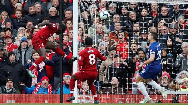 Sadio Mane mencetak gol pertama Liverpool ke gawang Chelsea