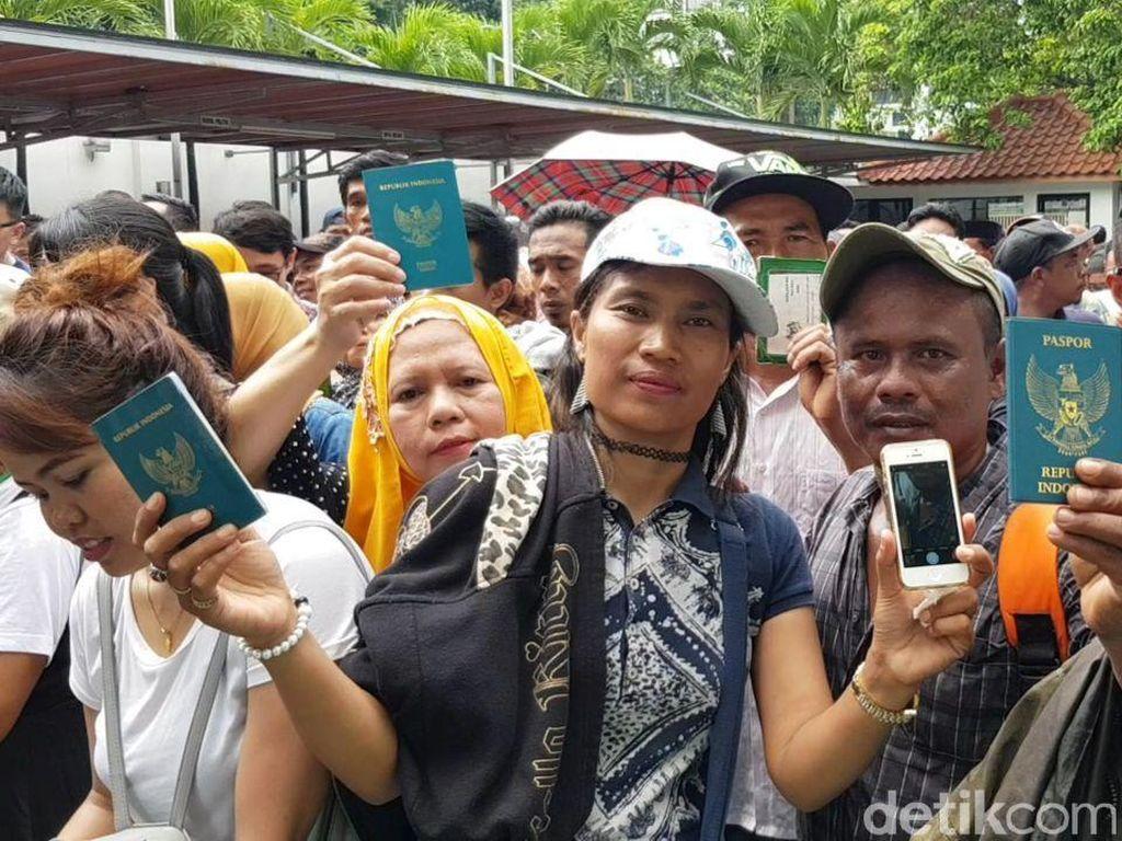 Potret WNI di Kuala Lumpur Berbondong-bondong Nyoblos di KBRI